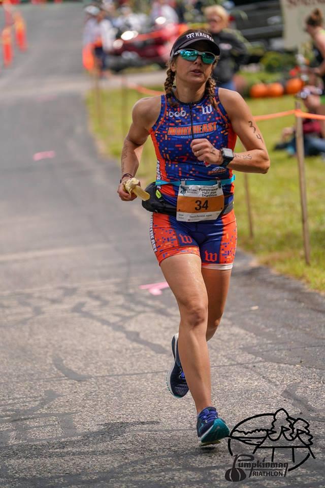 Susanne racing the Pumpkinman Triathlon (while eating a banana)